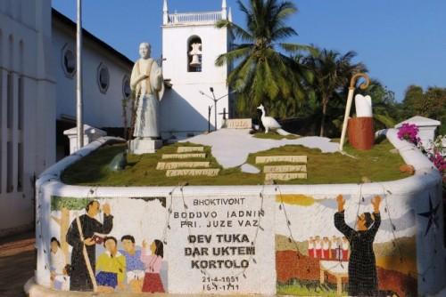 Monumento al Santo en Vasco Church Square, Goa