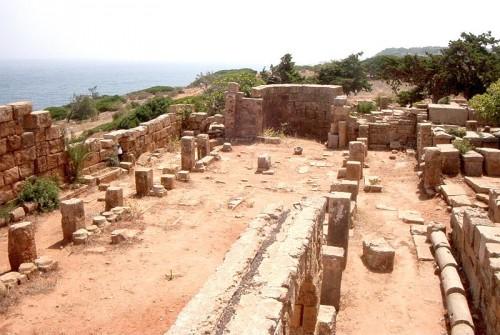 Vista de las ruinas de la Basílica dedicada a Santa Salsa en Tipasa, Argelia.