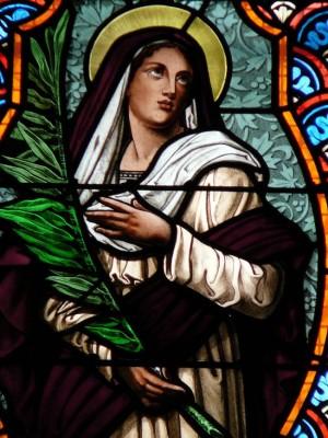 Detalle de Santa Eugenia en una vidriera decimonónica. Iglesia de Notre Dame de l'Assomption, Chatou (Francia).