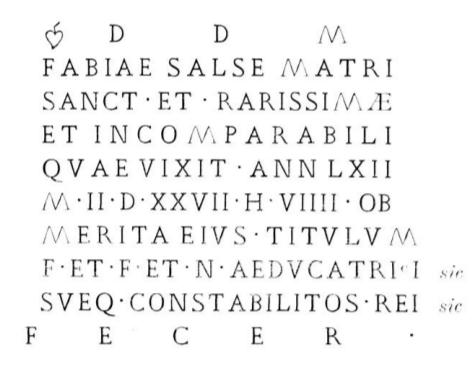 """Detalle de la transcripción a capital romana de la inscripción romana. Las iniciales DDMM (""""Dies Manibus""""), referencia a los dioses Manes -dioses romanos de los muertos- prueba que Fabia Salsa era pagana."""