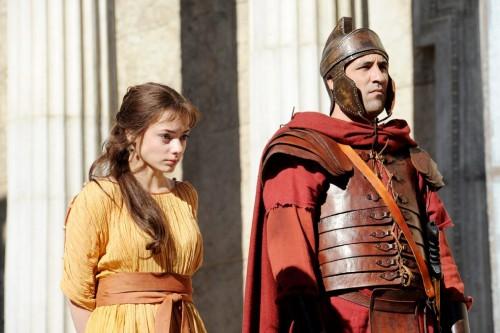 La actriz rumana Laura Glavan interpreta el papel de Juliana, la esclava cristiana de Bárbara, que se resiste a sacrificar a los dioses.