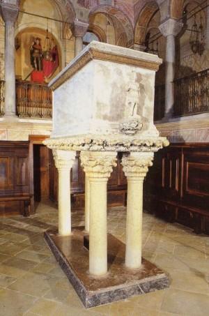 Sepulcro de los Santos en su abadía de Feltre, Italia.