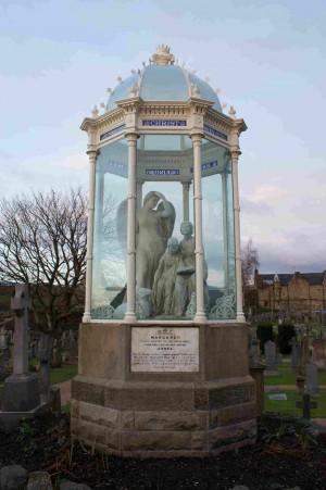 Monumento victoriano en memoria a Margaret y Agnes Wilson. Cementerio de Stirling Castle, Escocia.