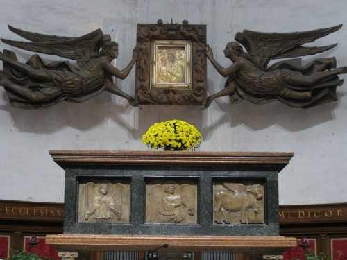 Sarcófago de mármol que se encuentra en la Basílica de Santa Justina de Padua, dentro de la cual está la caja de plomo con los restos del evangelista.