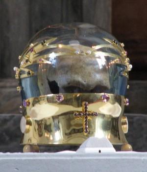 Reliquia del cráneo de San Lucas en Praga (República Checa).