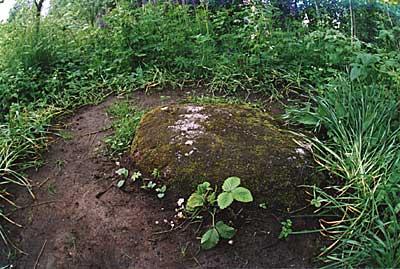 Vista de la piedra sobre la que estuvo orando el Santo mil noches durante la Segunda Guerra Mundial.