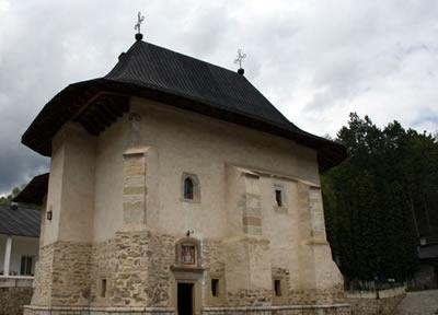 Vista del Monasterio Pângăraţi, en Rumanía, donde los Santos Simeón y Anfiloquio vivieron.