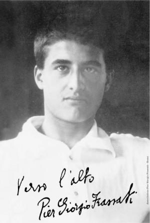 """Fotografía y firma del Beato con su lema de vida: """"Hacia lo alto""""."""