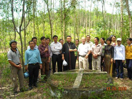 Tumba de mártires en la parroquia de Xuan Thanh.