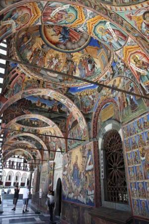Frescos que decoran todo el monasterio de Rila, Bulgaria.