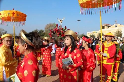 Procesión de católicos vietnamitas en Chicago.