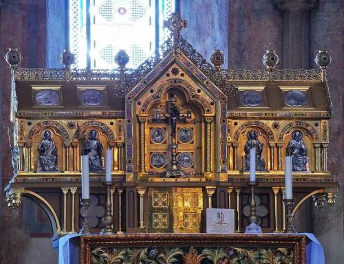 Vista del relicario de los Santos en el monasterio de Bad Münstereiffel, Alemania.