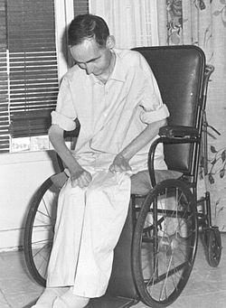 El Beato Manuel Lozano Garrido en su silla de ruedas.