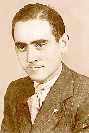 El Beato Lolo antes de la enfermedad, con su insignia de Acción Catolica.
