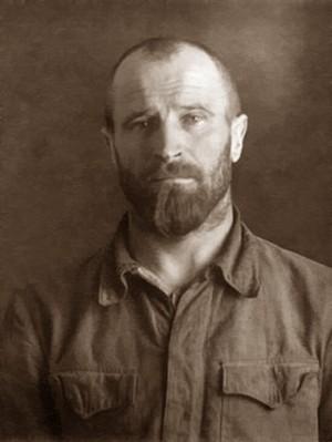 San Atanasio Dokunina, sacerdote ortodoxo mártir. Foto cuando estaba preso.