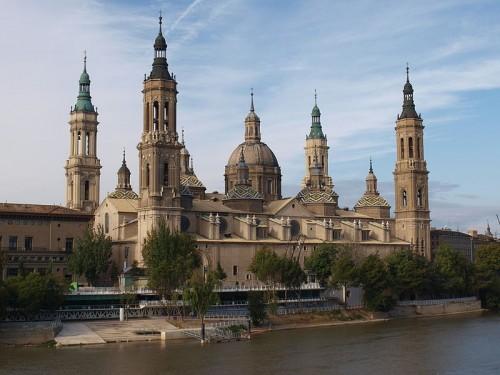 Basílica del Pilar junto al Ebro, Zaragoza (España).