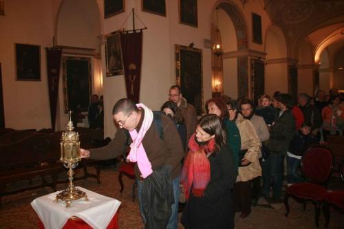 Veneración de la reliquia de San Cecilio en la abadía del Sacromonte, Granada (España).