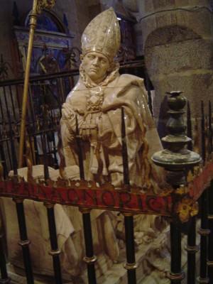 Sepulcro de San Segundo en la catedral de Ávila, España.