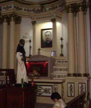 Vista del altar-sepulcro del Santo en la Unión de Tula, México.