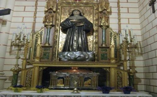Altar-sepulcro de la Santa en la Casa Madre de la Congregación, Madrid (España).