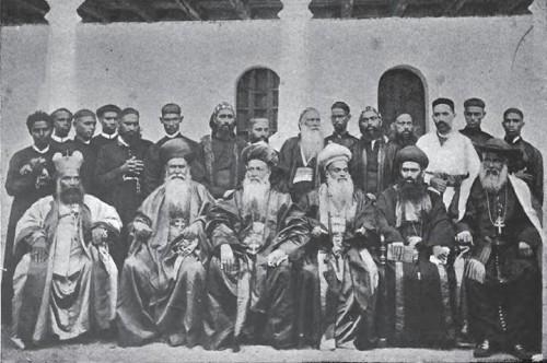 Foto junto a otros metropolitas malankares entre los que se encuentra San Gregorio de Parumala.