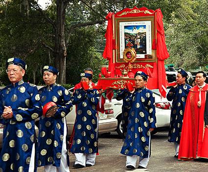 Procesión de católicos vietnamitas en Florida.