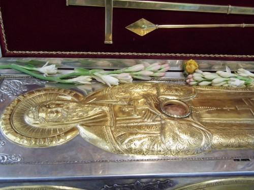 Detalle del ataúd del Santo en la iglesia de Iezeru (Rumanía).