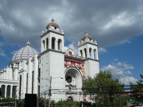 Vista de la catedral metropolitana de San Salvador.