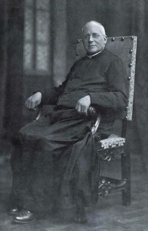 El Beato fotografiado en 1922, cuando lo reeligieron Neo-Rector de los Salesianos, tercer sucesor de San Juan Bosco.
