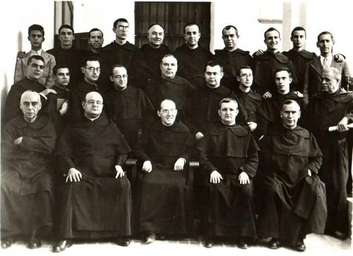 Comunidad carmelita de Osuna. El Beato Pedro Velasco, de postulante y seglar, está a la derecha según se mira la foto.