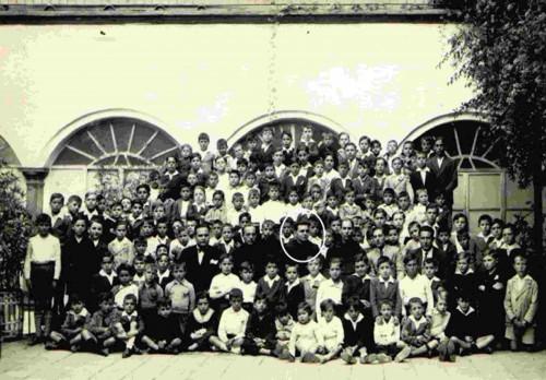Colegio carmelita de Montoro. El beato José Mateos está en un círculo.