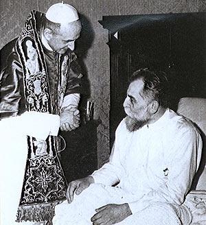 En Roma, convaleciente, siendo visitado por el Beato Papa Pablo VI.