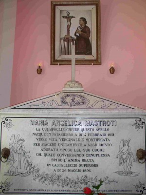 Sepulcro de la Sierva de Dios Angélica Mastroti. Cementerio de Castelluccio Superior, Calabria (Italia).