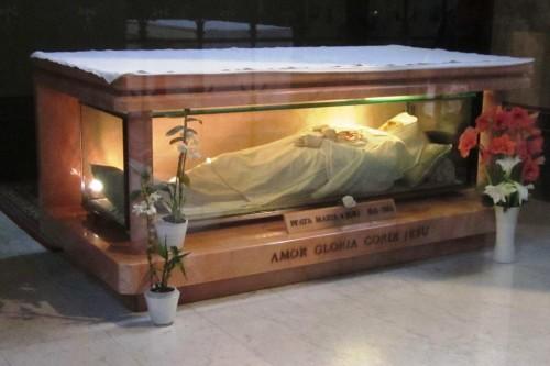 Vista del sepulcro de la Beata. Basílica del Sagrado Corazón de Jesús, Amberes (Bélgica).