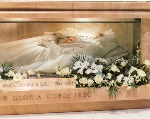 Vista de la figura de cera que guarda el cuerpo de la Beata. Basílica del Sagrado Corazón de Jesús, Amberes (Bélgica).