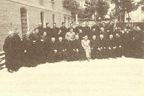 Fotografía del Beato entre los sacerdotes como delegado de Acción Católica.