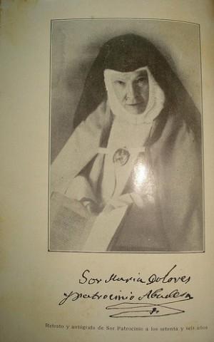 Firma y fotografía de la Sierva de Dios a los 76 años.