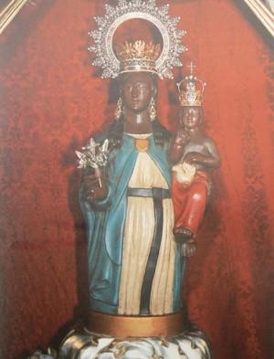 Imagen de la Virgen de la Salud venerada en Xirivella, Valencia (España).