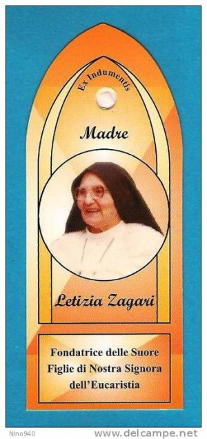Estampa con ex-indumentis de la Sierva de Dios Leticia Zagari. Fuente: www.delcampe.net
