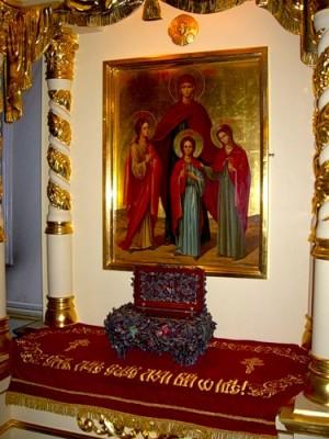 Icono y relicario de las mártires en Moscú, Rusia.