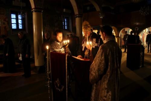 Liturgia de los Dones Presantificados celebrada en la catedral de Nis (Serbia).