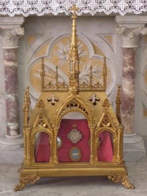 Reliquias del Santo en la parroquia de Boucey, Francia.