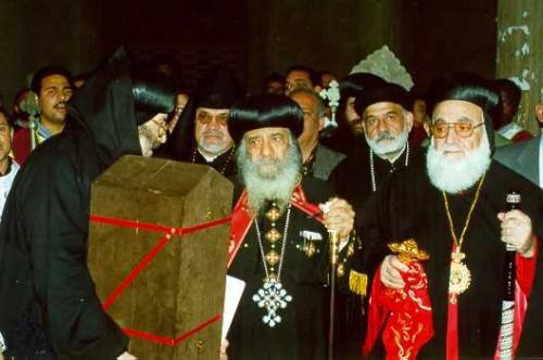 Llegada de las reliquias de San Atanasio regaladas por el Vaticano a la Iglesia Copta Ortodoxa.