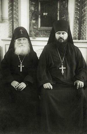 El Santo fotografiado junto al archimandrita Pimén.