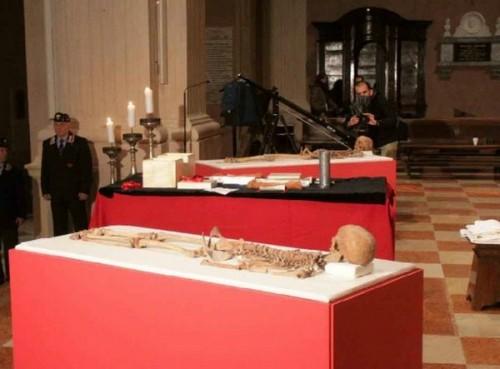Estudio de los restos de los dos Santos.