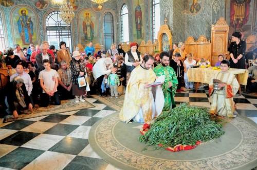 Domingo de Ramos: ceremonia de consagración de las ramas de olivo en Giurgiu, Rumanía.