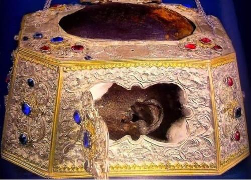 Cráneo del Santo venerado en el monasterio Vatopedi, Monte Athos (Grecia).