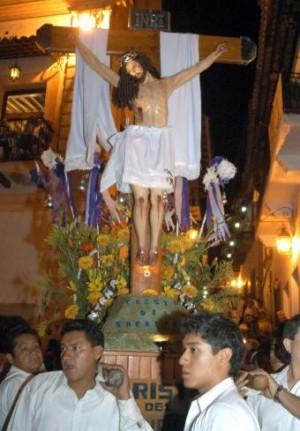 La procesión de los Cristos, en Taxco, Guerrero.