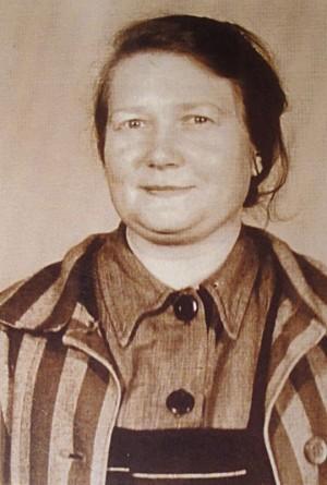 Fotografía de sor Ángela con el uniforme de prisionera en Auschwitz.