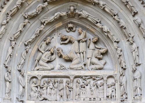 Martirio de los Santos. Tímpano gótico en la portada norte de la Basílica de Saint Denis, París (Francia).